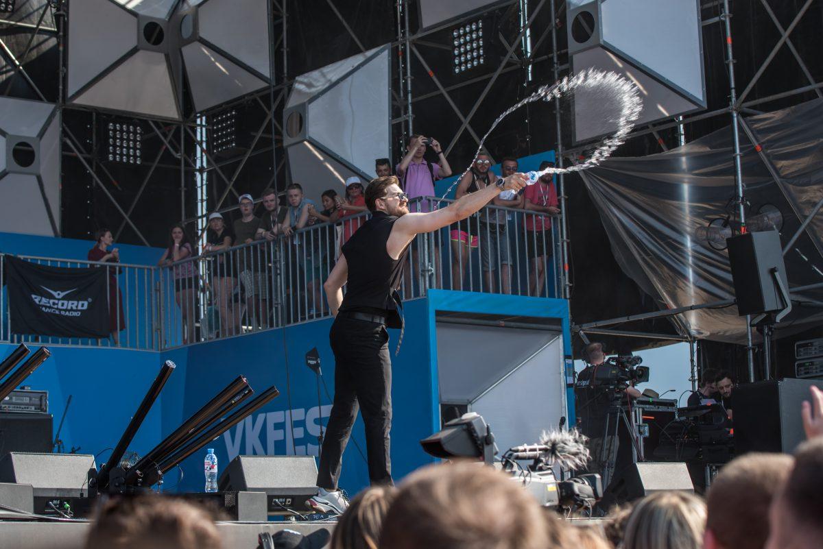 Ведущий синей сцены VK Fest 2018